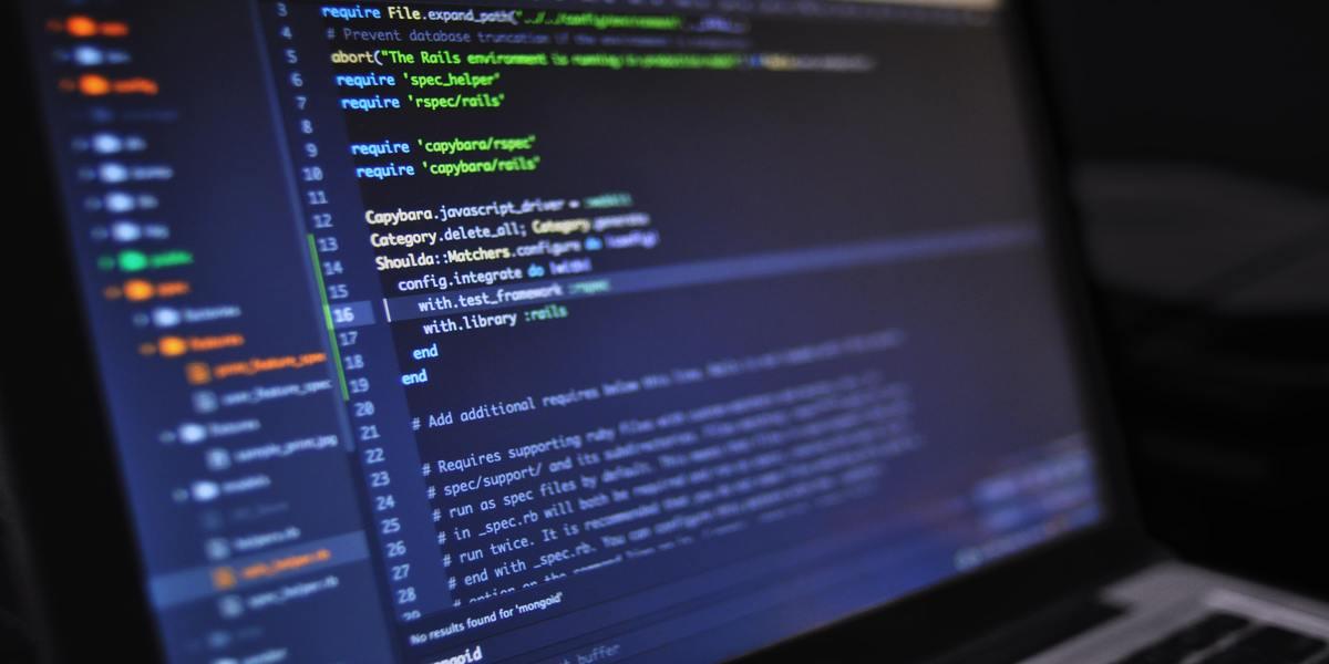 Qual é a melhor linguagem para a base de dados?